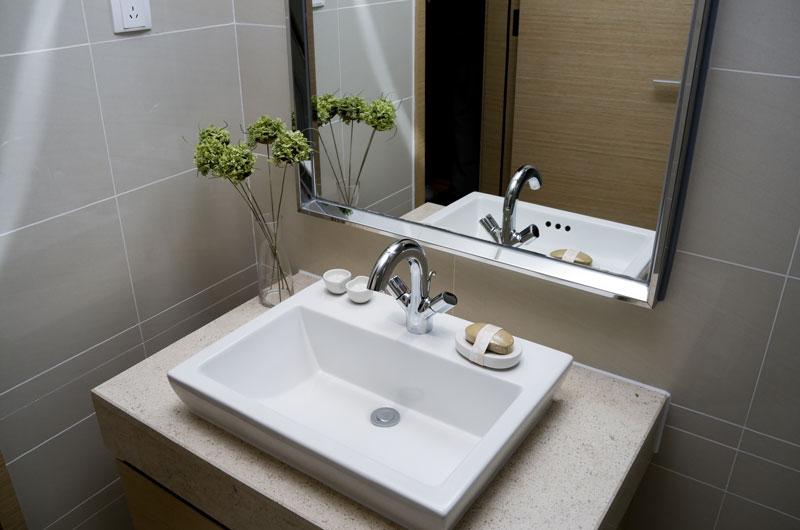 qualit tsprodukte f r ihr badezimmer bequem online bestellen. Black Bedroom Furniture Sets. Home Design Ideas